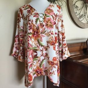 NWT Relativity Size 2X Bell Sleeve Blouse Top